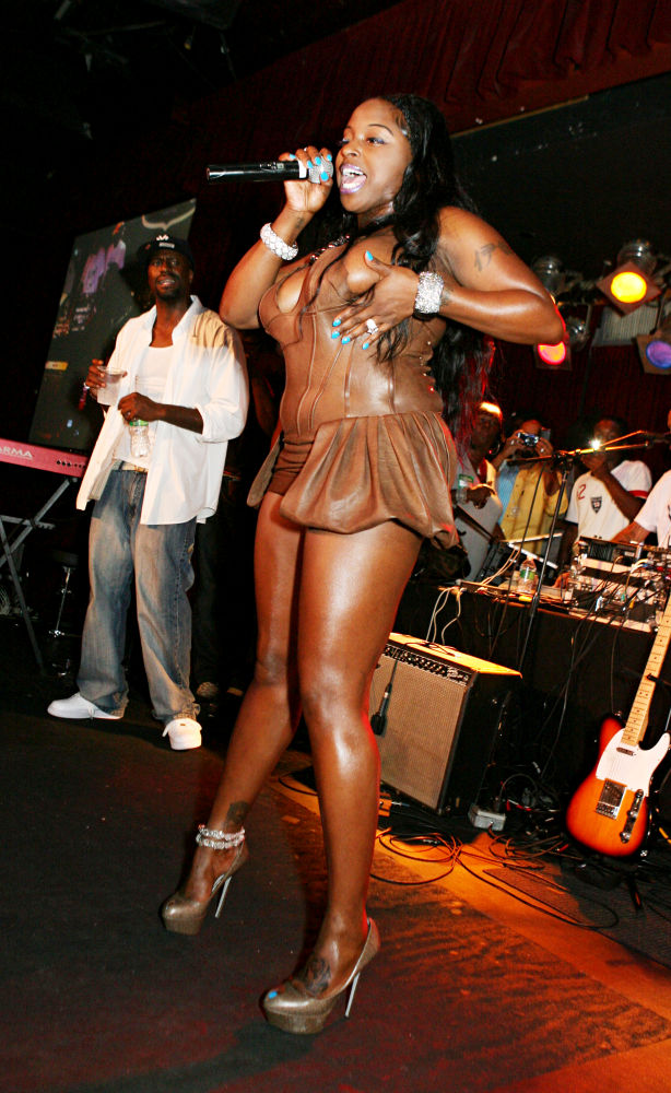 Brown foxy rapper upskirt